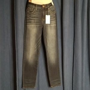 Judy Blue Relaxed Fit Jeans